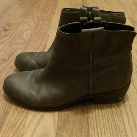878b960f5e0fd Sam Edelman taupe brown leather James booties. M 5bc29a9f619745deedf9b181